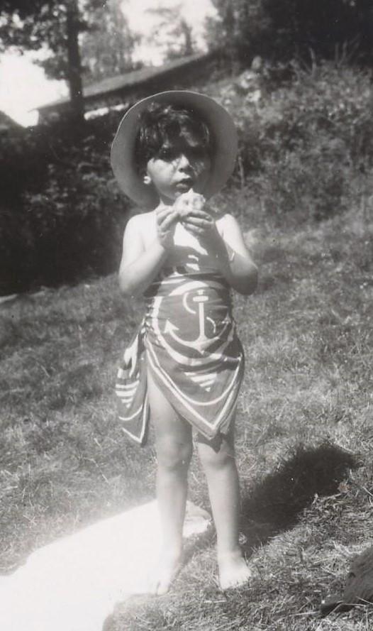 Arlette en juillet 1942 à Eymoutiers dans le Limousin où sont réfugiés Georgette et Pierre Dreyfus