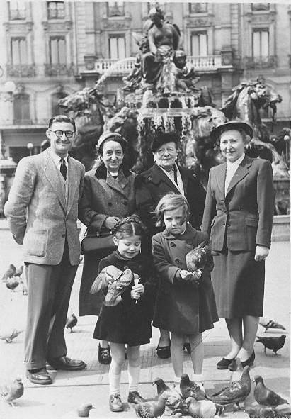 Robert avec Betty, Jeanne Ulmo, Colette Weiller et devant Nicole et Monique