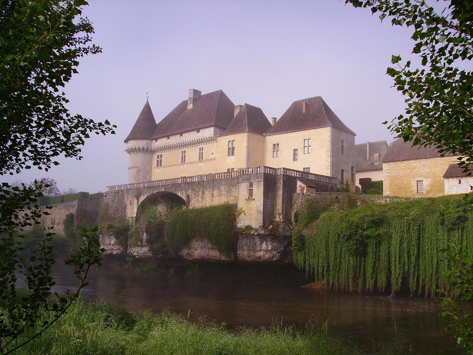 Le château de Losse à proximité