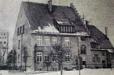 """Präparandenschule von 1904. Ab 1979 """"Schule an der Weilheimer Straße"""""""