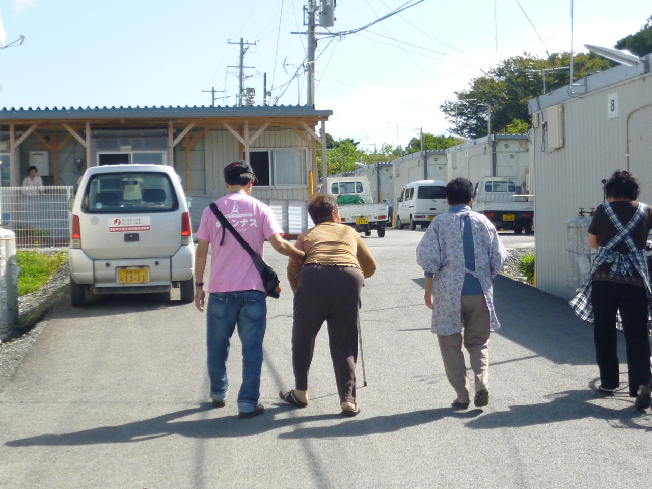 歩け歩け(リハビリ集団運動)