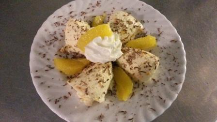 Beispiel für moderne Landküche:  Orangenmousse