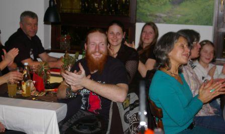 Das Ende eines tollen Abends: überall zufriedene und lachende Gesichter