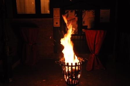 Feuerkorb für den Mittelalter-Abend vor den GiebelStuben