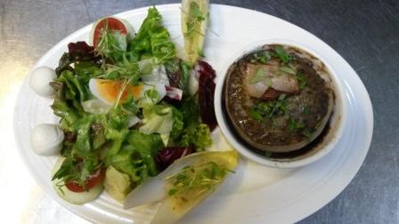 Landküche modern: französische Leber-/Fleischterrine