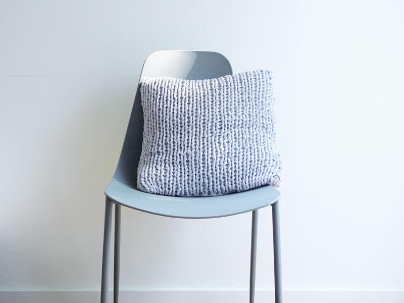 Grobstrickkissen aus Öko Textilgarn als Strickset bei Wooltwist kaufen