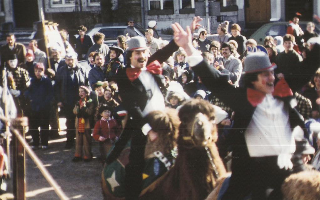 Marktsitzung 1985 Einritt der Präsidenten auf Kamelen