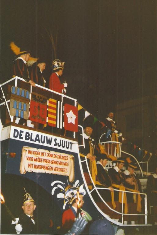 """Der Empfang des Heerlener Narrenschiffes """"Blauwe Sjuut"""" 1984"""