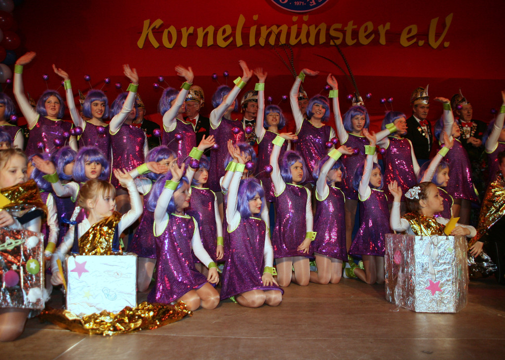 "Community Kids, Showtanz "" Besuch aus dem All """
