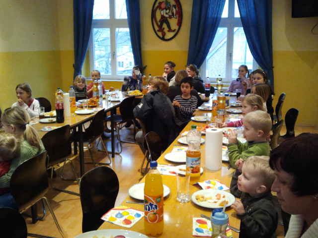FISCHstäbchenESSEN der Kinder am Aschermittwoch 2012