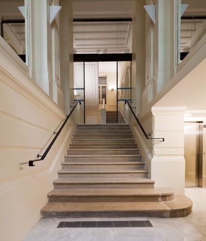 Entrée immeuble de bureaux, rue Monceau Paris
