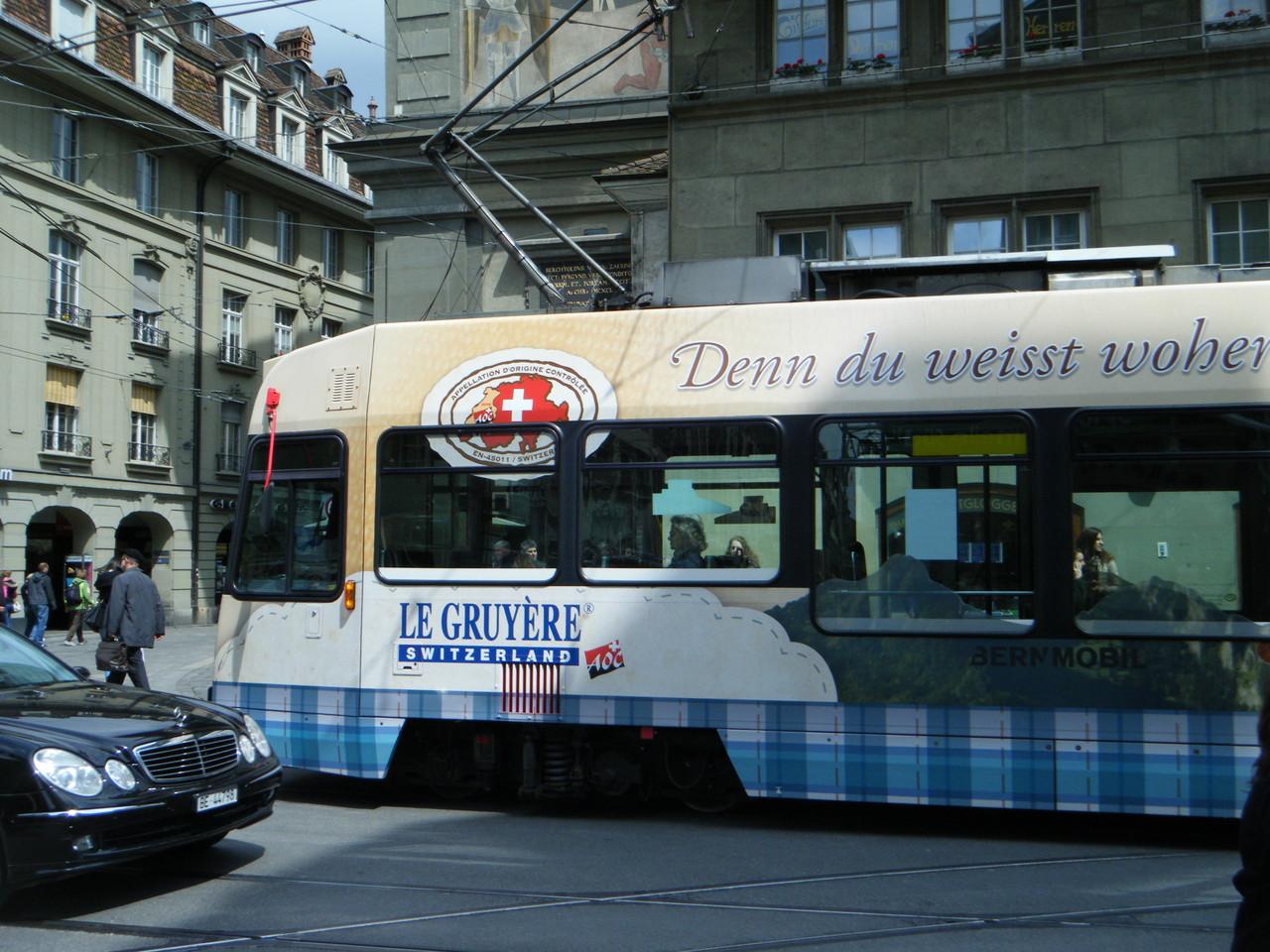 Un tramway, il y en a beaucoup dans cette ville