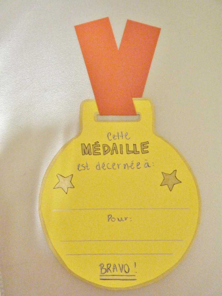 Modèle d'une médaille telle que remise à l'élève méritant.