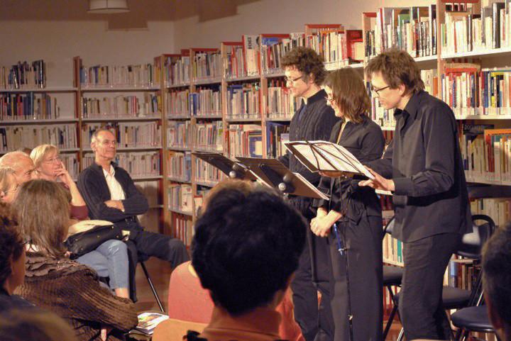Lecture à la médiathèque Eugène Delacroix, Saint-Maurice