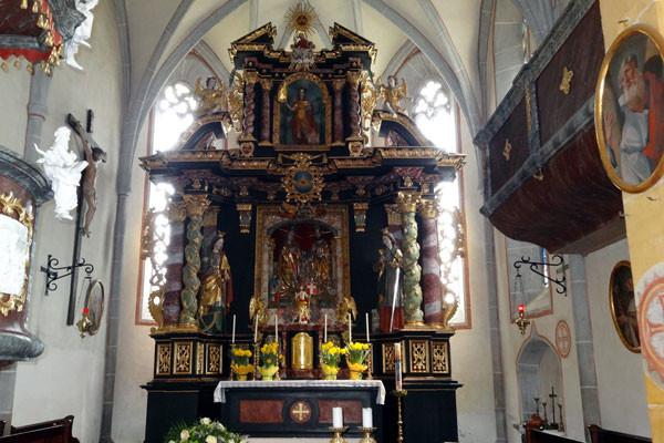 Der Altar in der Pfarrkirche von Hirschegg