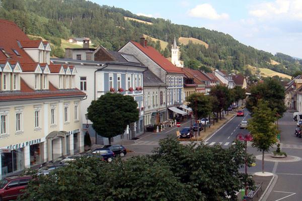 Der Hauptplatz in St. Leonhard