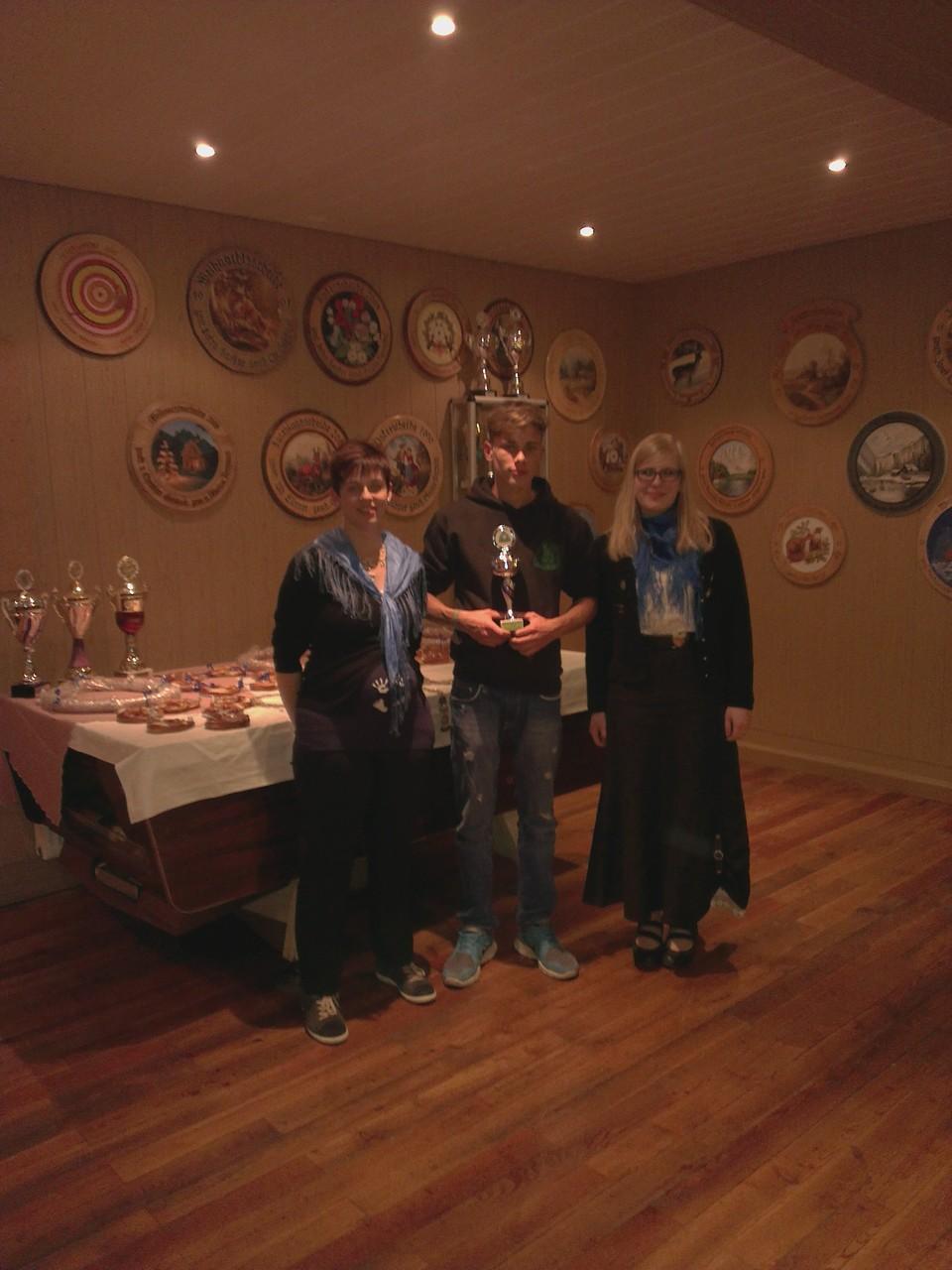 Vereinsmeister Jugend Fabian Fürsattel entgegengenommen von Christian Rühlow