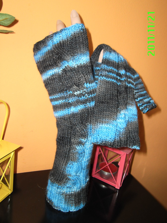 Handstulpen mit Daumen aus handgefärbter SoWo aus 75/25 Merino/P.