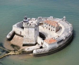 Fort Louvois nuit insolite charente maritime chambre d'hôtes gite marennes oléron bourcefranc le chapus