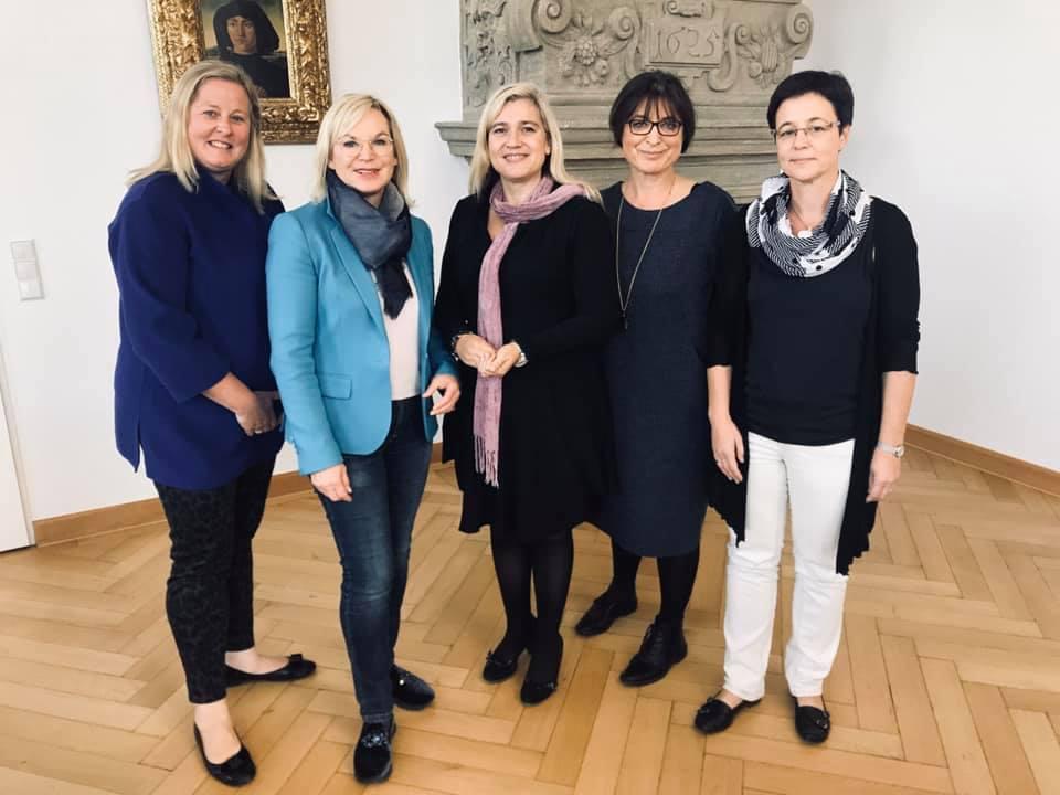 Frauen Union mit FU-Kreisvorsitzenden Adelheid Seifert, bei Melanie Huml, mit Barbara Regitz und Claudia Augustin