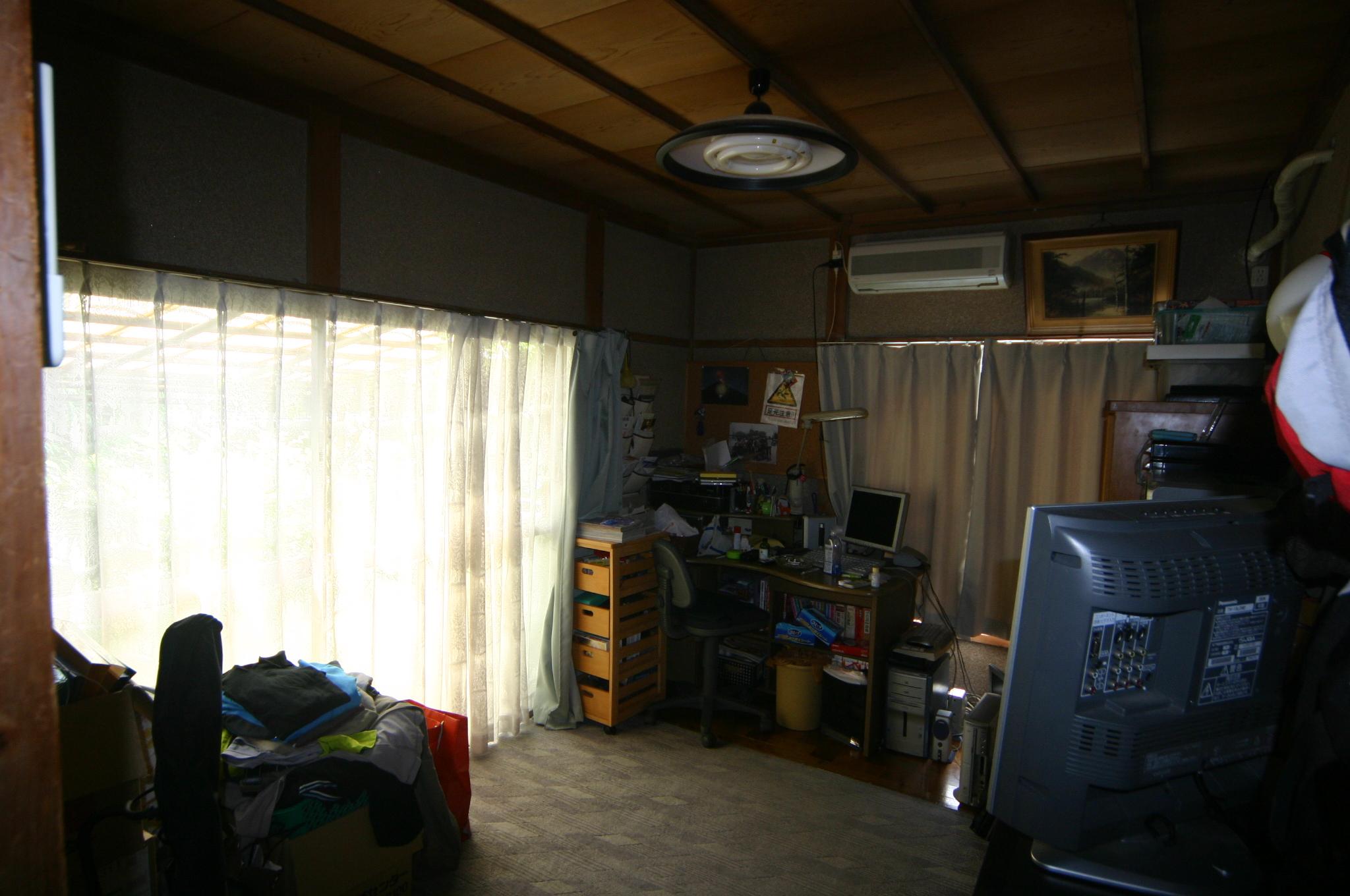 少し狭い6帖の部屋