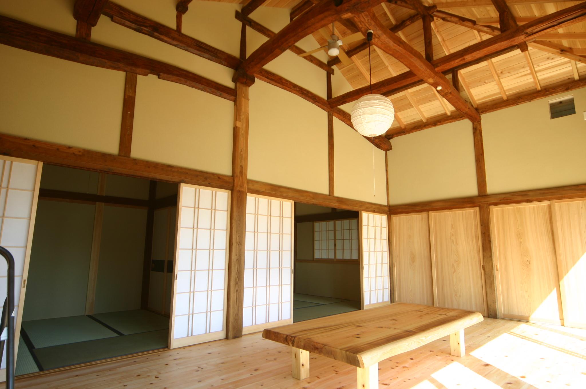 築100年以上の建物の構造材だけ使いました