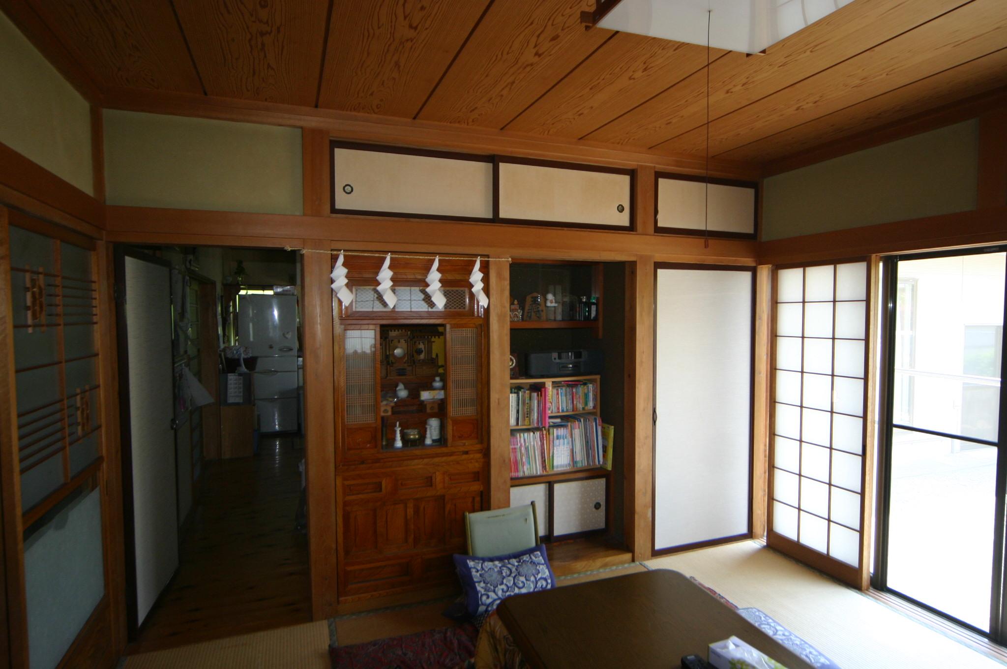 居間の押入れスペース