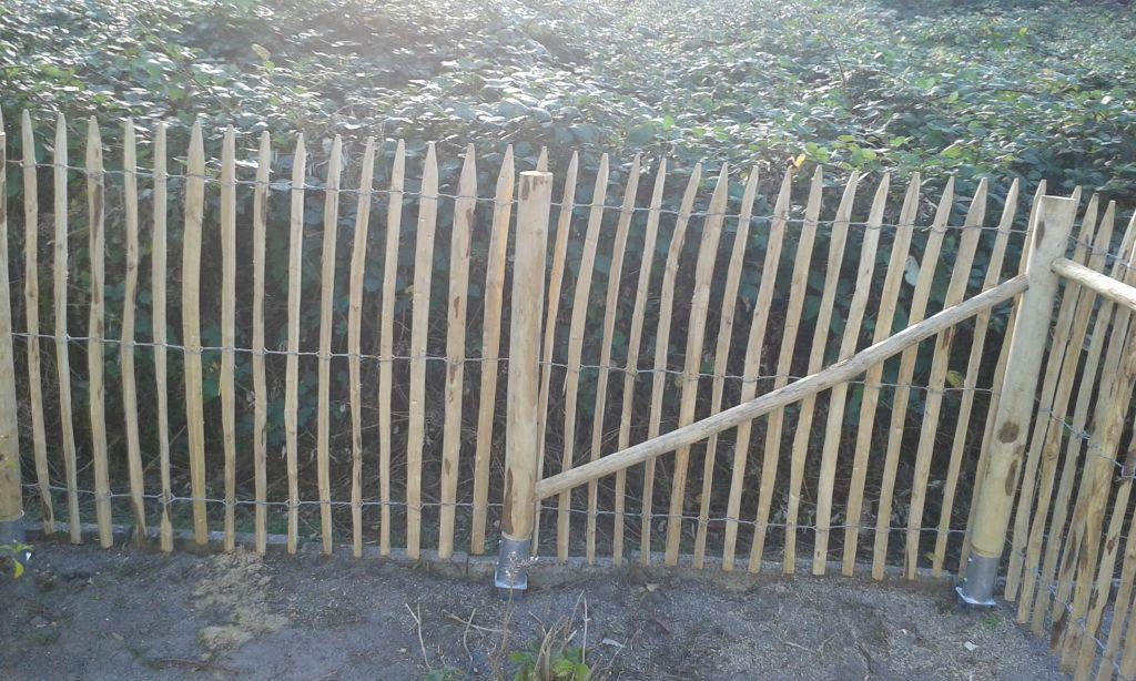 Kastanienzaun 120 cm / 4 cm Drahtwicklung /Bodenhülse / Abstrebung
