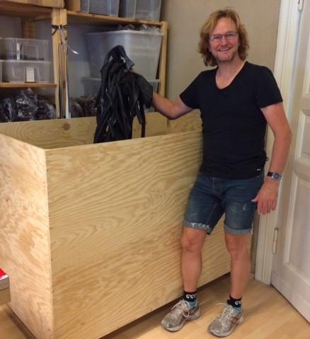 Altes Gummi erhält im Therapiezentrum für alte Fahrradschläuche der Stef Fauser Design GbR neues Leben. Foto: Stef Fauser Design