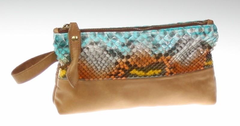 Pochette commande spéciale serpent véritable et cuir nubuck haute qualité ponçage main. Doublé tissu alcantara, touché très soyeux.