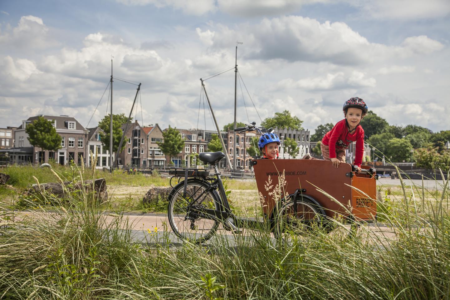 Kinder transportieren mit einem Lastenrad