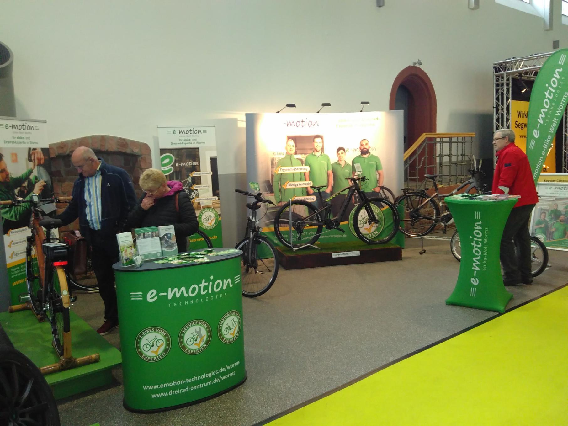 Von den Besuchern wird unser e-Bike Stand schon sehr früh in Augenschein genommen