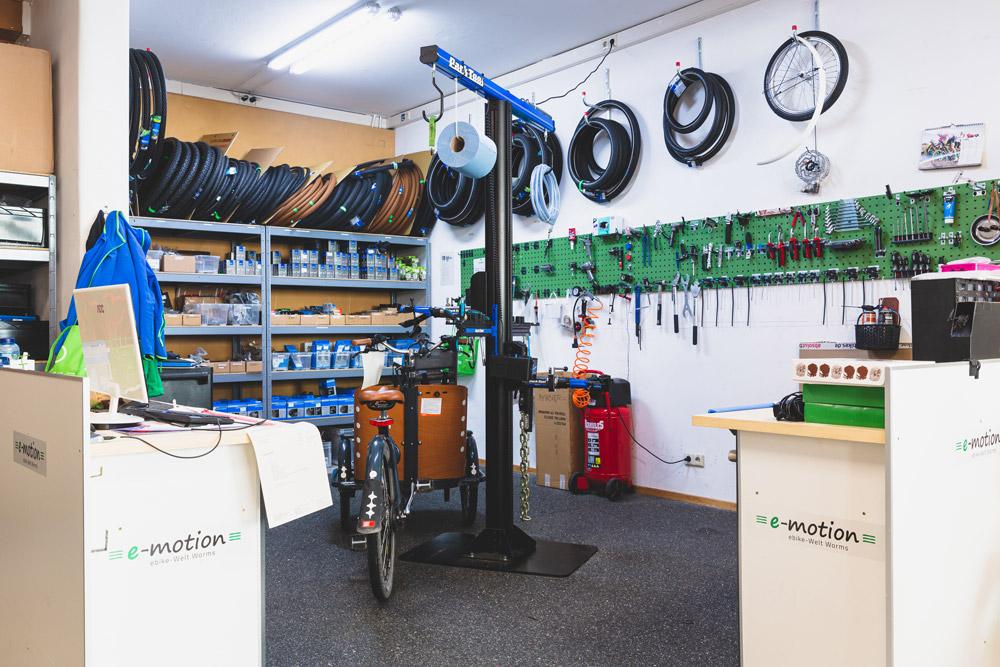 Unsere hochwertig ausgestattete e-Bike Werkstatt in Worms