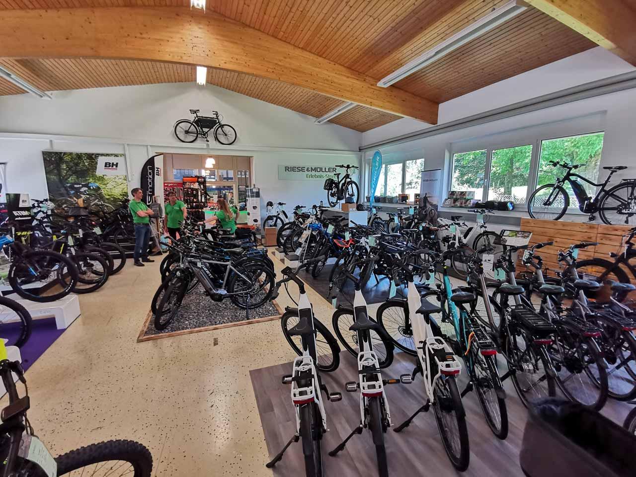 Unsere Premium City und Trekking e-Bikes - bestens gewappnet für Straßen und Trails