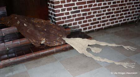 O.T., Pergament, Stahlwolle, Cerealien, Fleece, ca. 300 x 78 x 32 cm