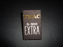 フレクションバッチの文字部をダイヤカットし、シルク印刷