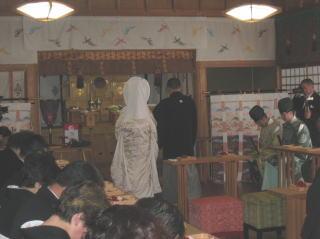 御形神社神前結婚式の様子