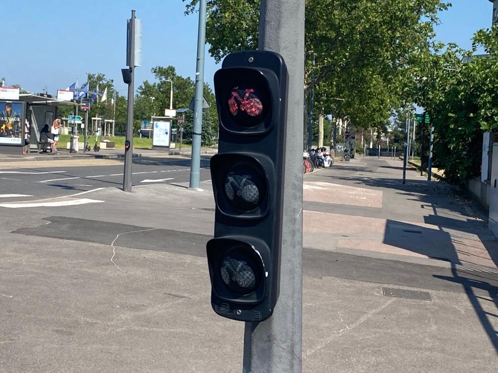 """I grossä, fettä, rotä Letter wird Lyon """"die Stadt der 1000 roten Ampeln"""" i mim geischtigä Reisetagebuch i Erinnerig blibä."""