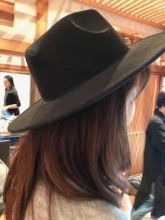 WWF Japanの会員で初参加同士のバーターがいともスムーズに!大学生の参加者→Madam Nへ、新たな持ち主には本当にシックな帽子がお似合いでした(^_-)-☆