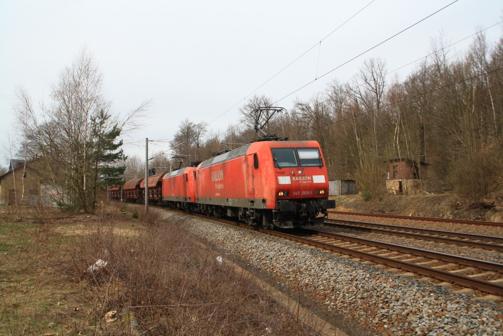 145 069 und 145 075 mit Getreidegüterzug in Klingenberg-Colmnitz