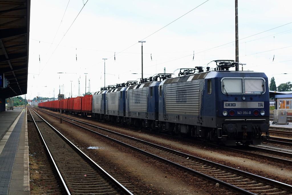 4 RBH 143 vor leerem Holzzug in Cottbus