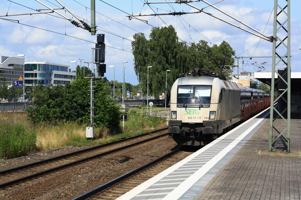 182 601 mit Drahtrollenzug in Brandenburg Hbf