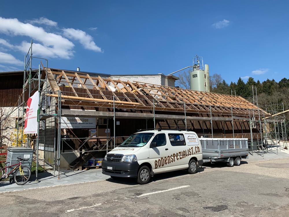 Das Projekt startet mit der Dachsanierung