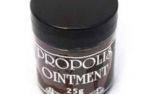 Propolis Balsam lässt kleine Schürfungen und Schnitte in nullkommanix heilen: www.the-golden-rbbit.de
