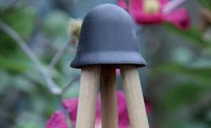Hutförmiger Verbinder für Bambusstäbe in schwarz