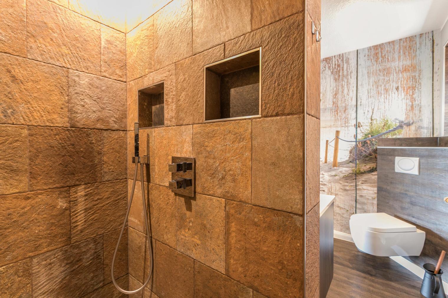 Duschbad im Desinghaus mit Regendusche