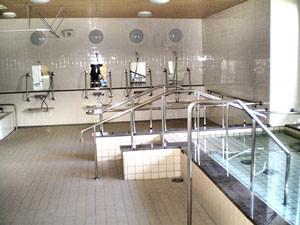 一般浴室(別途機械入浴用あり)