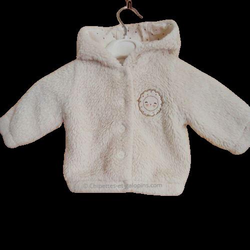 vetements occasion bébé. Vetements bébé fille pas chers. Gilet peluche à capuche à petit prix bébé fille 3 mois. De couleur crème