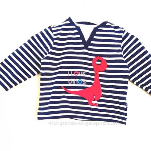 vetements enfants occasion. vêtements bébé d'occasion. Marinière effet 2 en 1 Obaïbi pas chère pour bébé garçon 12 mois ave motifs dinos