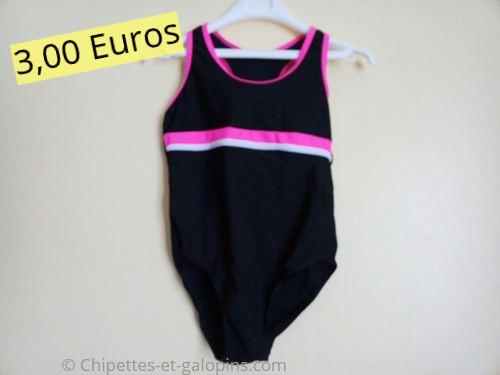 Vêtements enfants d'occasion. Maillot de bain 1 pièce noir et rose 8 ans